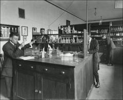 Thumbnail of Starling Loving Hall, The Ohio State University: Medicine laboratory, 1916