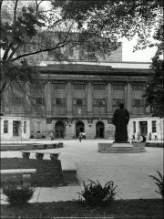 Thumbnail of Thompson Memorial Library, The Ohio State University: Exterior view from east