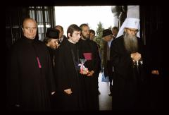 Thumbnail of Patriarch entering the shrine of the Monument to Unknown Hero