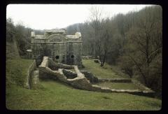 Thumbnail of Pavlovac Monastery -- side view of monastery area