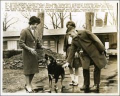Thumbnail of Annie Glenn and her children, David and Lynn, 1962
