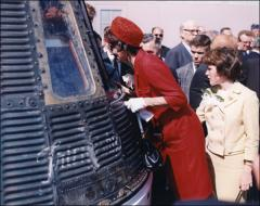 Thumbnail of Annie Glenn and daughter Lynn inspect the Friendship 7 spacecraft
