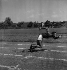 Thumbnail of Jesse Owens falling out of the starting position, side view, 1935